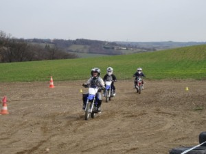 Course motocross prairie kids